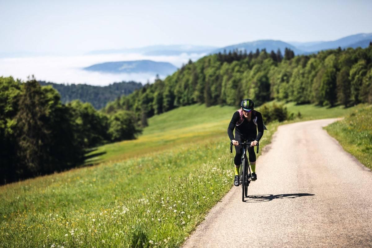 BEST I VERDEN: Med en elmotor på landeveissykkelen blir du omtrent like god til å klatre som de beste i verden. Foto: Jérémie Reuiller