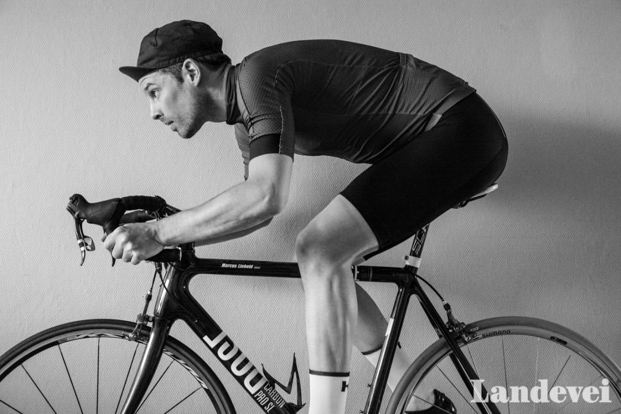 INNETRENING: Etter noen lange vintermåneder lengter vår freelancer Marcus Liebold etter noen sykkelturer på tørr asfalt. Foto: Marcus Liebold.
