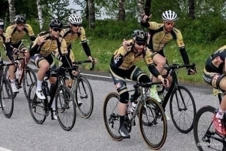 TØFFE KARER: Entusiasmen i BOC-laget var helt hinsides fra start til mål: Foto: Ola Morken.