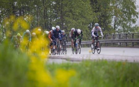 HARD START: De første milene gikk rolig for seg, men i Sollihøgda våknet kroppene til liv. Foto: Sylvain Cavatz.