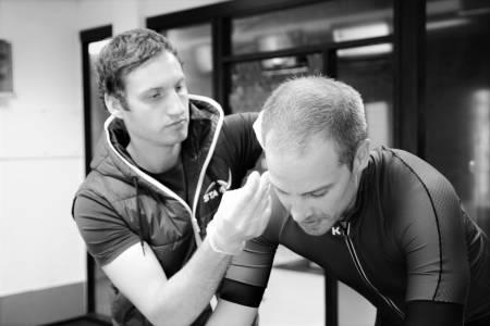 BLODPRØVE: Blåmerke på øreflippen er et sikkert tegn på at testpersonen har absolvert en laktattest. Foto: STAPS.
