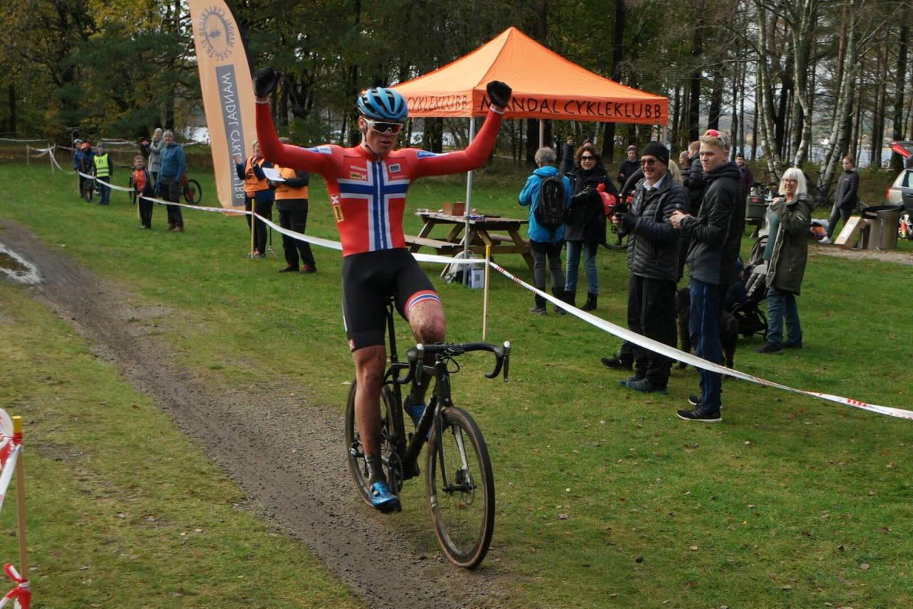 Søren Wærenskjold, regjerende norgesmester i cyclocross, vant premiereutgaven av Mandalkross