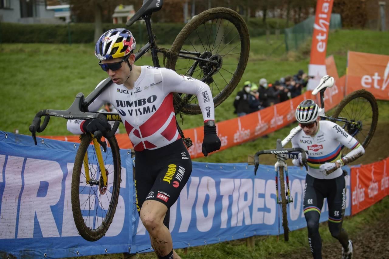 Wout van Aert og Mathieu van der Poel var i en klasse for seg selv under verdenscupen i Overijse.