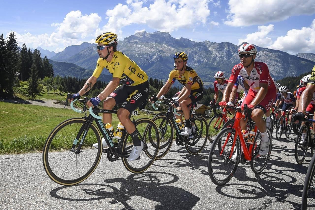 TRIVES I GULT: Primoz Roglic veltet ut av Criterium du Dauphiné da han satt i ledertrøyen, men er klar for å kjempe om sportens gjeveste trøye. Foto: Cor Vos