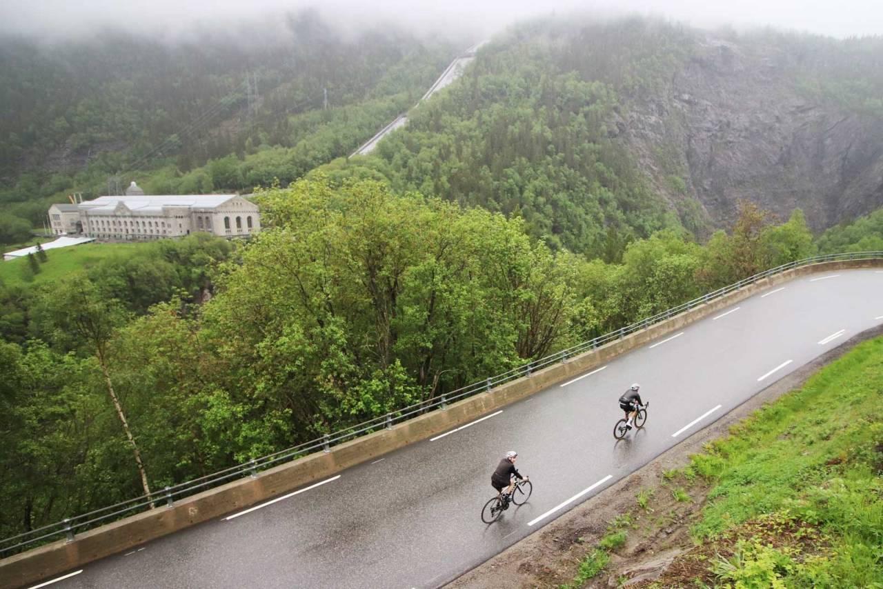 Historien: Langs veien som tar deg opp fra bunnen av dalføret byr Vestfjorddalen på både postkortvennlige fjellsider og minnene om helte-modig innsats under andre verdenskrig.