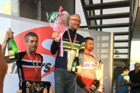 HELNORSK: De norske rytterne dominerte pallen i H45 med seier til Eirik Olsen, sølv til Roger Sekkenes og bronse til Bjørge Magnussen. Foto: Privat