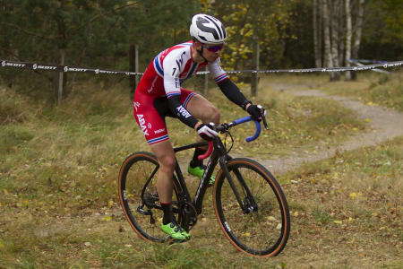 EM-KLAR: Fredrik Haraldseth er en av fire norske som sykler kross-EM i Nantes i Frankrike på søndag. Foto: Pål Westgaard