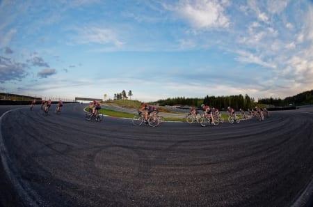 SPREKK: Selv en velpolert rulle får luker når det går i 70km/t i feildoserte svinger. Foto: Ola Morken