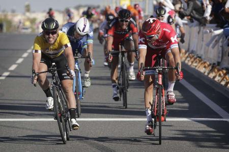 CLOSE RACE: Alexander Kristoff hadde de nødvendige centimeterne på sin side i duell med Mark Cavendish. Foto: Cor Vos.