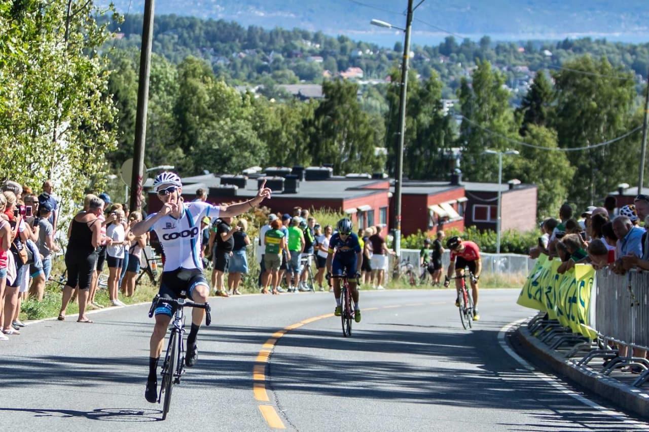 SPURTSEIER: Kristian Aasvold vant spurten om seieren i Rykkinrunden, som var siste ritt i Ronde van Vestkant. Foto: Pål Westgaard