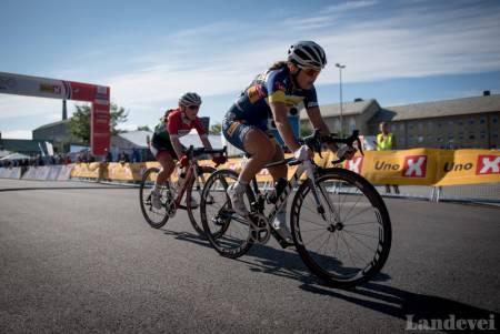 JUNIOERENE Susanne Andersen og Ingvild Gåskjenn ble henholdsvis nummer fire og 13, beste og tredjebeste norske. Foto: NCF