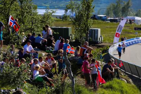 FOLKEFEST: Arctic Race har blitt velsignet med fantastisk vær, og som alltid horder av entusiatisk publikum! FOTO: Snorre Veggan.
