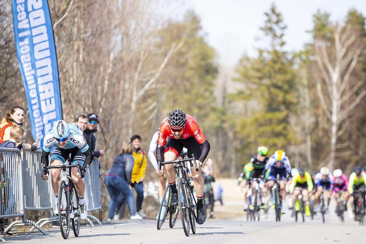 REVANSJ: Ken-Levi Eikeland (til venstre) tok seieren i Ronde van Berg knepent foran Kristoffer Ylven Westgaard. Foto: Pål Westgaard