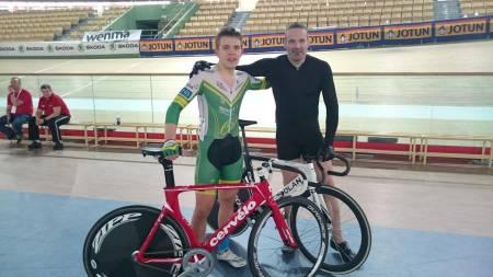 EN OG TO: Aleksander Perez (til venstre) slo Joseph Santaniello i sprintfinalen. Foto: Privat