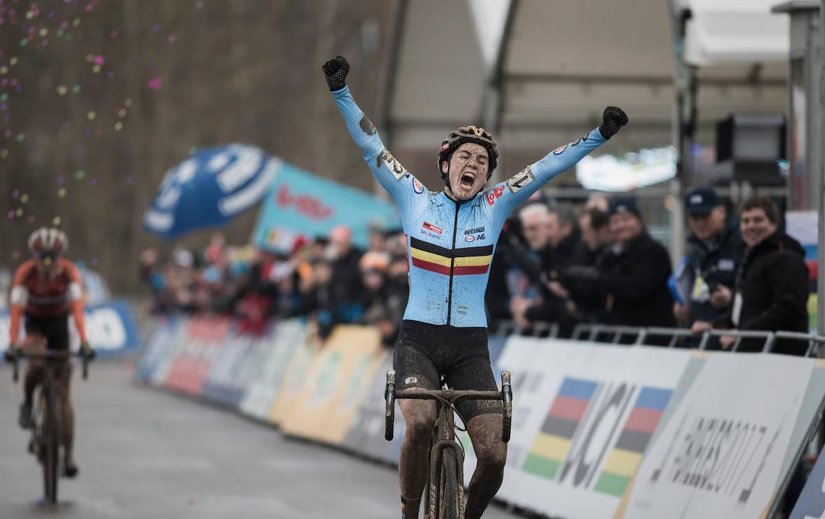 ENDELIG: Sanne Cant fra Belgia er verdensmester etter en real thrillerfinale! Foto: Kristof Ramon.