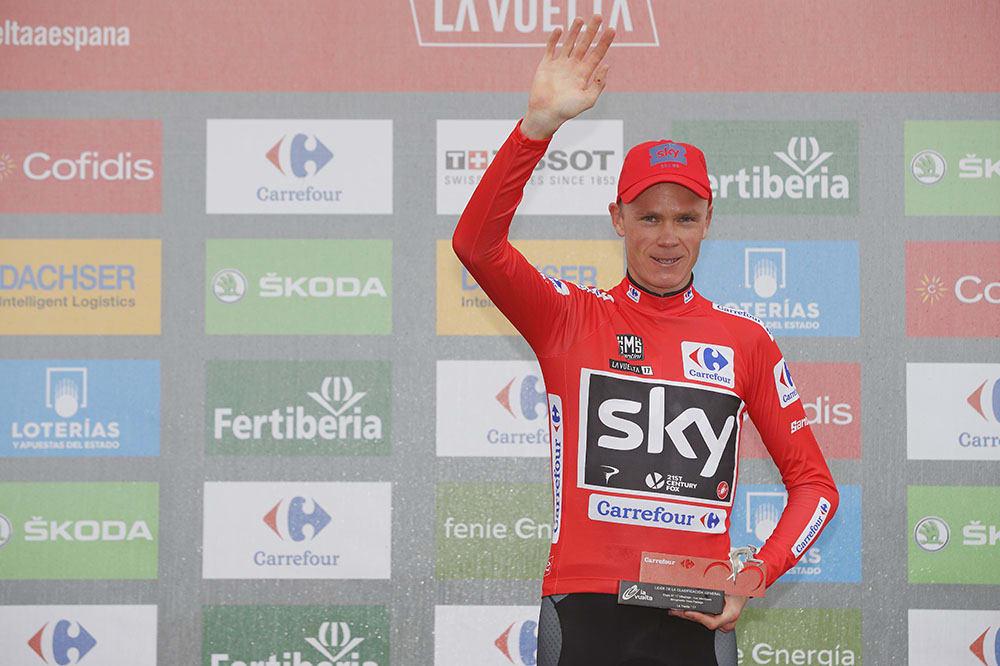 MIDLERTIDIG UTE: Chris Froome går en ubehagelig jul i møte, etter å ha avlagt en positiv prøve under Vuelta a Espana. Foto: La Vuelta.