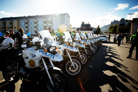 OPPLEGG: Apparatet rundt rittet er enormt, og politiet står for mye av sikringsarbeidet av løypa.