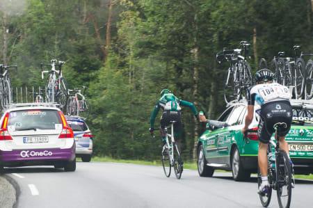 GROVJOBBEN: Kevin Reza fra Europcar pakker opp.