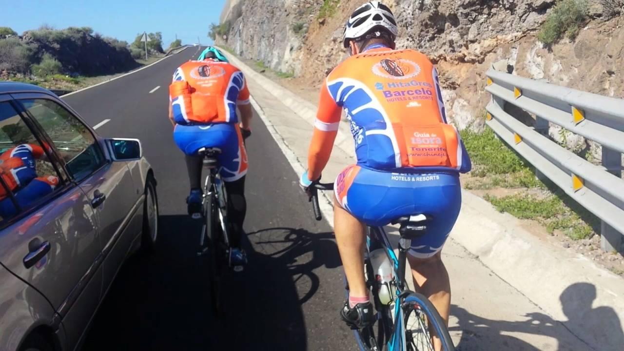 LIVSFARLIG: Å true en syklist på livet med et kjøretøy kan i ytterste konsekvens straffes med bot.