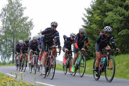 KAMPKLARE: Ladies Edition Race Team er ett av to jentelag på Styrkeprøven Lillehammer-Oslo. Foto: Ola Morken