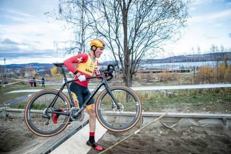 Hopp-la: Erik Nordseter Resell i steget under et ritt i Spikkestad. Der arrangeres NM i sykkelkross 16. november. Foto: Pål Westgaard.