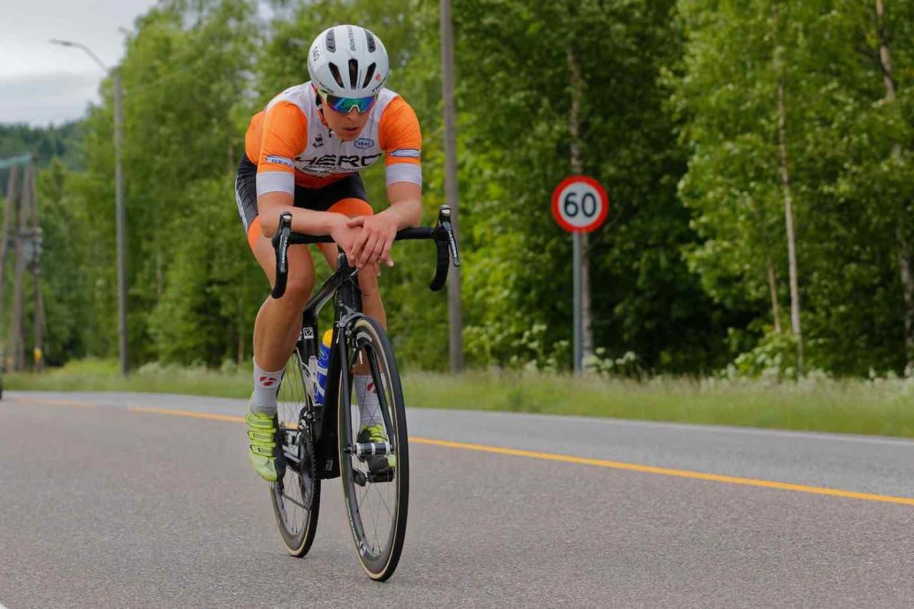 SOLOSTØNT: I fjor syklet Jonas Orset alene i front i 13 mil. I år skal han forsvare seieren på fellesstarten i Styrkeprøven. Foto: Ola Morken