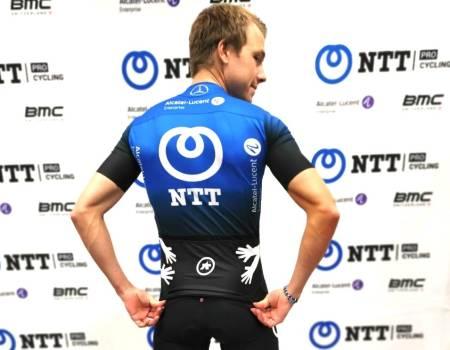 DRAKTA TIL EDVALD: Team Dimension Data er historie, og Edvald Boasson Hagen har fått ny trøye. Foto: NTT Twitter.