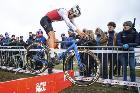 FAVORITT: Regjerende norgesmester i cyclocross Tobias Johannessen har vunnet fire av fem runder i høstens Norgescup, rapporterer om storform bare tre dager før årets NM. Foto: Pål Westgaard