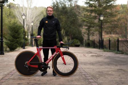 LYNRASK: Andreas Leknessund med sin unike Dare TSRf temposykkel i norske mesterskapsfarger.