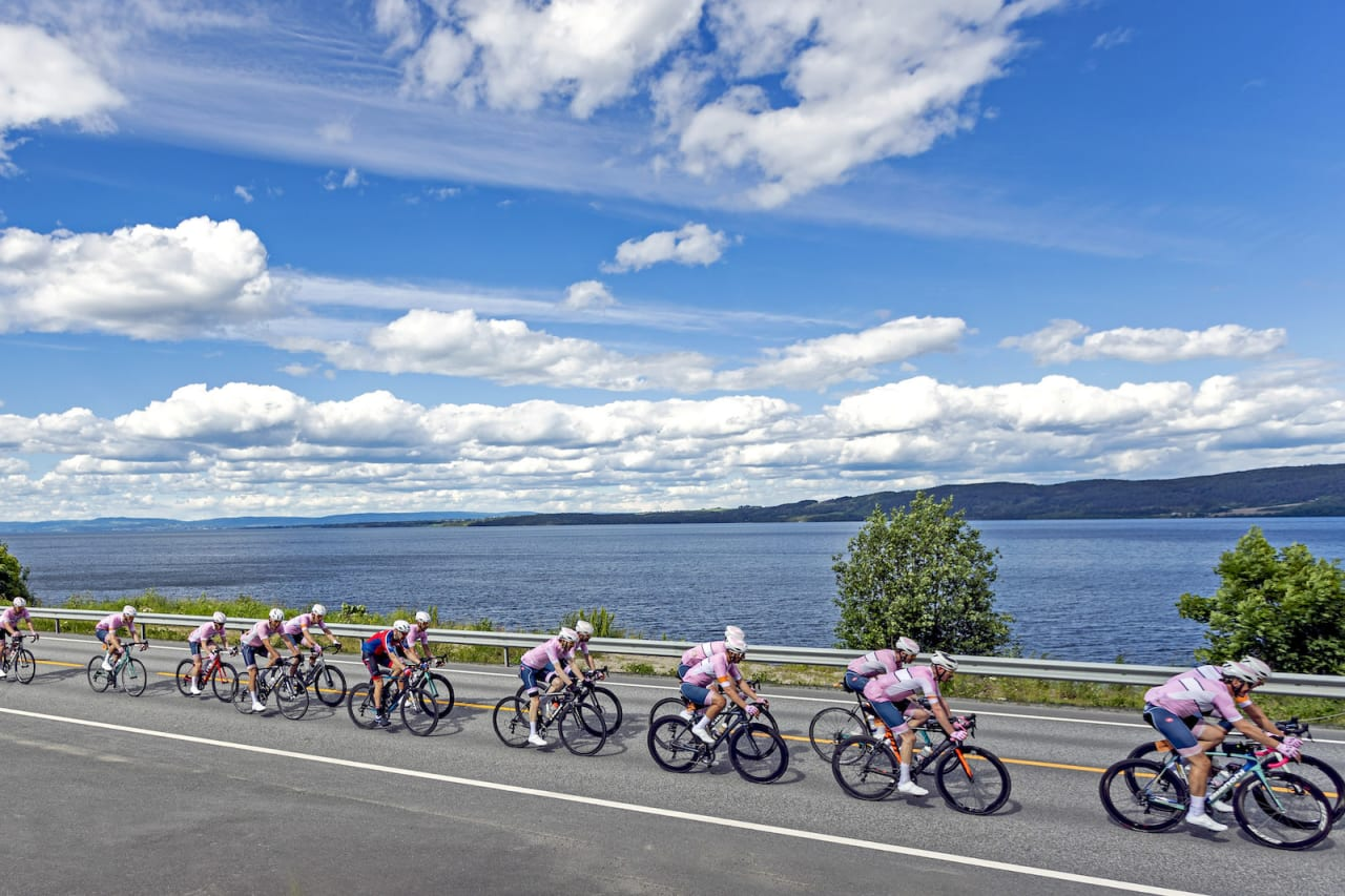 PALLEN: Holmenkollen CK på vei mot tredjeplass i lagkonkurransen Trondheim-Oslo. Foto: Ola Morken