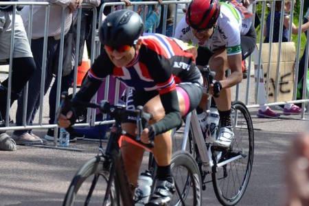 DOBBELT VERDENSMESTER: Sissel Vien fra Follo SK vant både tempo og fellesstart under veteran-VM i Australia denne uka. Foto: Privat