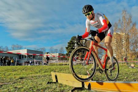 KNEPENT: Kristoffer Ylven Westgaard vant Bjerkecross etter thriller på de to siste rundene. Foto: Ola Morken