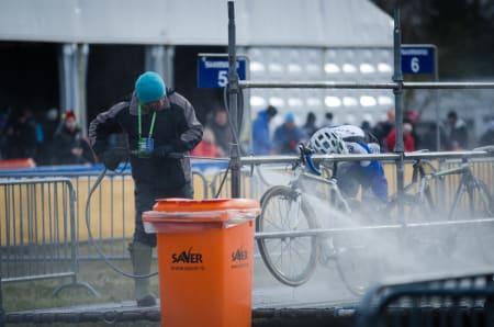 VASKEBJØRN: Fortsatt redd for å bruke høytrykksvasker på sykkelen din? Gjør som proffene. Kjør på.