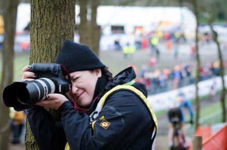 BLINK: Emily Maye i dyp konsentrasjon. Hundrevis av fotografer fra hovedsakelig Benelux og USA er å finne overalt i løypen.
