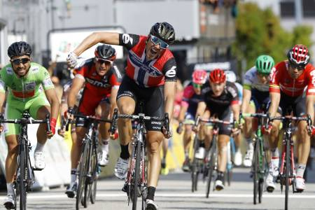 EDDY THE BOSS: Edvald Boasson Hagen jubler etter seieren på dagens etappe i Criterium de Dauphine. Foto: Cor Vos.