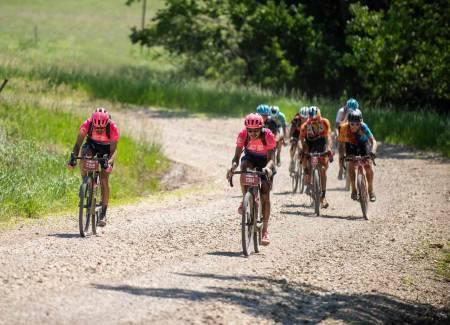 Lachlan Morton sykler Dirty Kanza