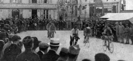 UGLAMOURØST: Virkelighetens Tour de France 1919 var langt unna dagens utgave, men lidenskapen som lever i dag har opphav i dette. Foto: Presse Sports