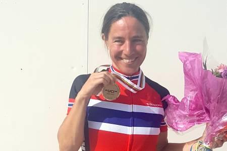 VM-MEDALJE: Kristin Falck var den eneste norske som tok medalje på fellesstarten under masters-VM i Albi. Foto. Espen Kommisar Fossheim