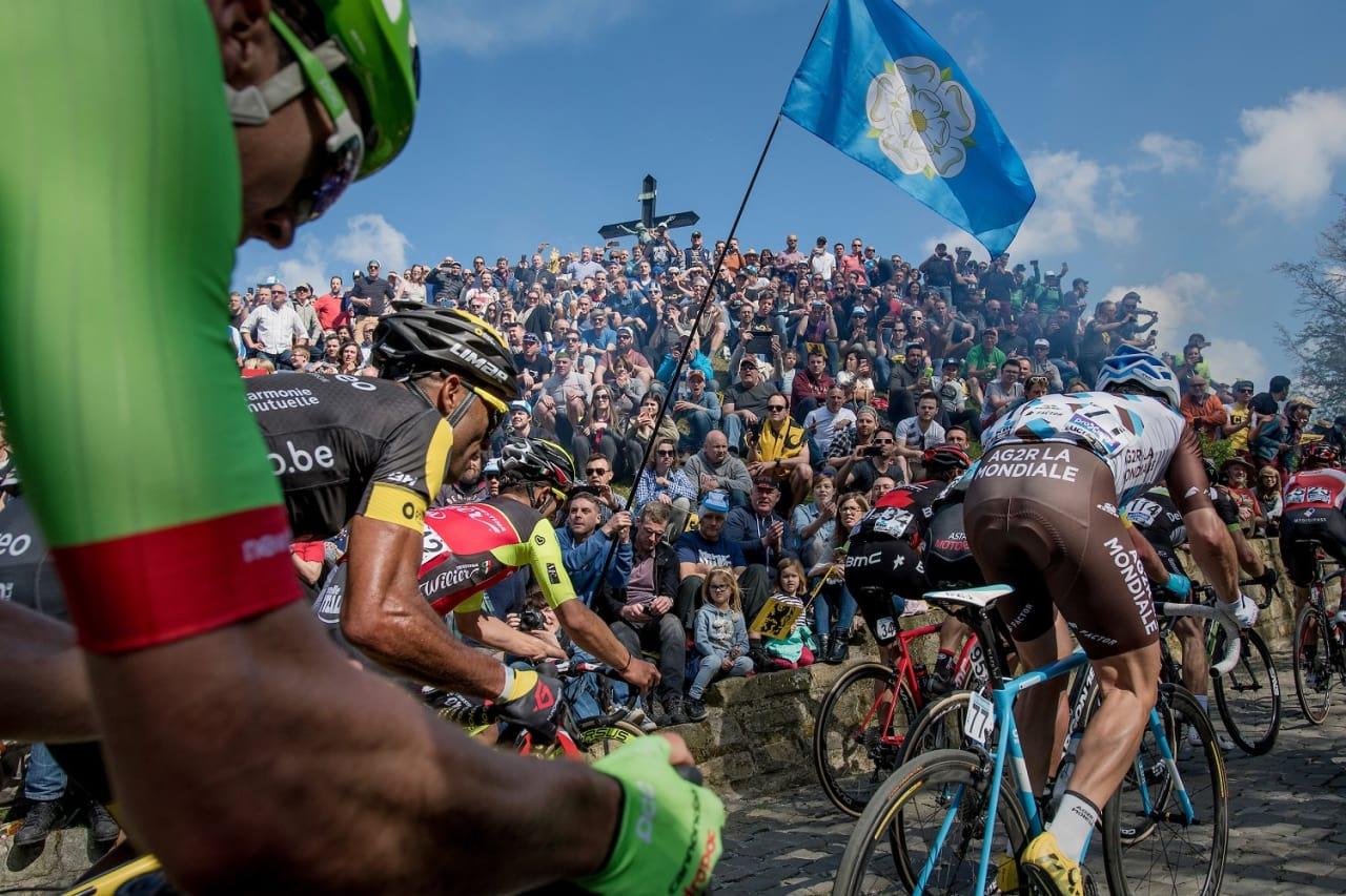 IKONISK: Få, om noen, bakker i sykkelsporten er like ikoniske som Muur van Geraardsbergen. Foto: Kristoff Ramon