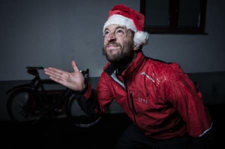 GOD JUL? Å sykle er en flott julegave. Men i dette været?