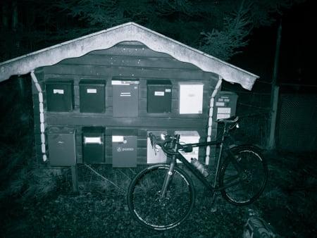 POSTEN SKAL FREM: Og syklisten skal strø. Velkommen til bygdenorge.