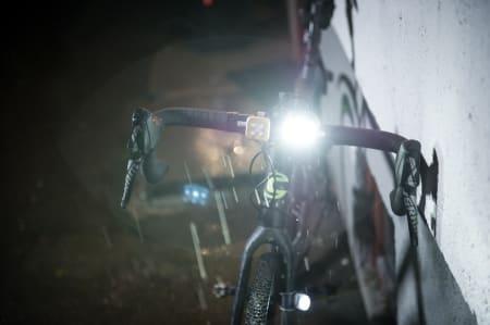 JULEBUKK: Landevei sykler selvsagt med bukkestyre i julen. For resten av julen må nok dekkene pigges.