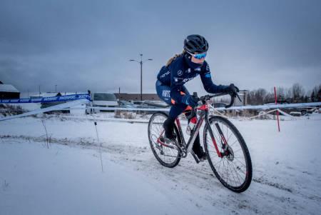 KREVENDE: Om helgas snøfall fryser på i løpet av morgendagen, kan det bli ekstremt glatt i NM-løypa på lørdag for Emilie Moberg. Foto: Henrik Alpers.