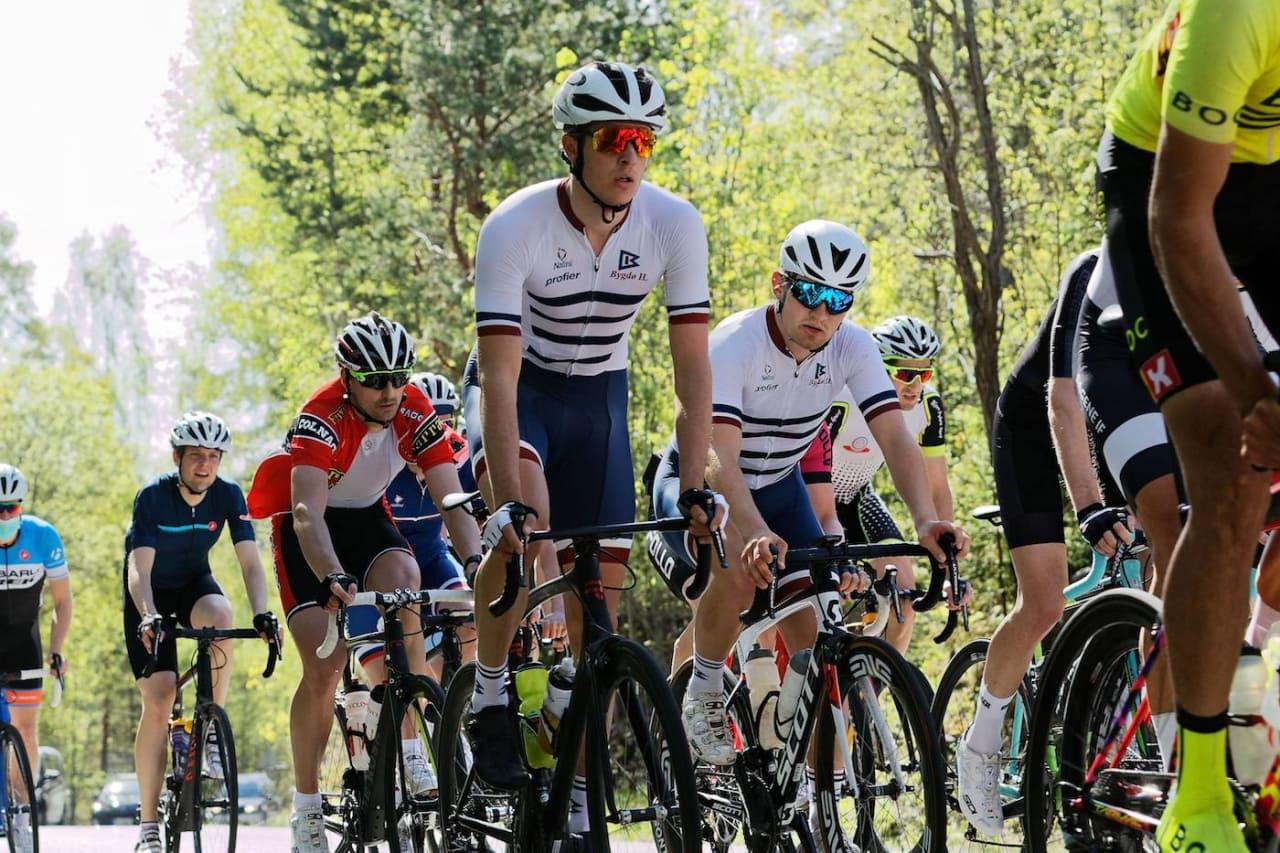 TAKTISK: Jakob Hanserud satt rolig i feltet helt til oppløpet og tok seieren på Askerrunden foran Knut Sande. Foto:Ola Morken