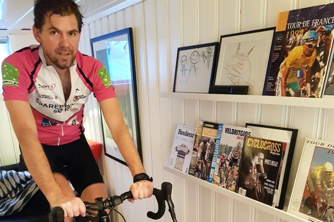 Lars Kabbe sykler helst ute, men en gang i uka trekker han inn på rulla enten av klimatiske eller praktiske grunner.