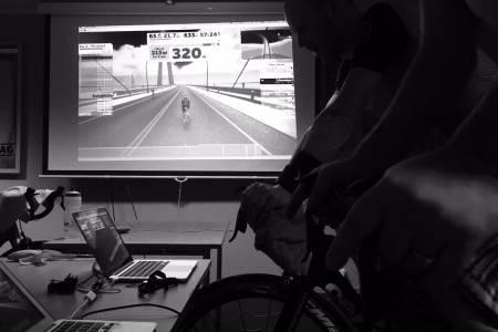 SLIT: Hvor mange kilometer kan et lag gjøre unna på Zwift i løpet av 24 timer? Prøv selv under Watt mot kreft 16.-17. mars. Foto: Simen Strandås