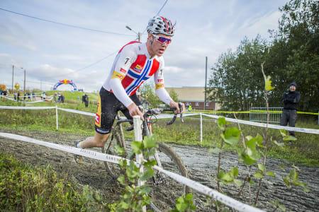 JAKTES: Regjerende norgesmester i kross, Erik Nordsæter Resell, jages av et uvanlig stort felt av potensielle gull-kandidater. Foto: Pål Westgaard