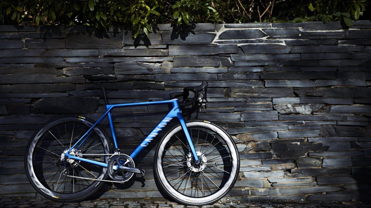 SÅ FIN'A GITT: Men å låse den trygt er nærmest umulig, uansett hvor jeg er i Oslo. «Kjøp deg en billigere sykkel det ikke er så farlig med», hører jeg ofte.
