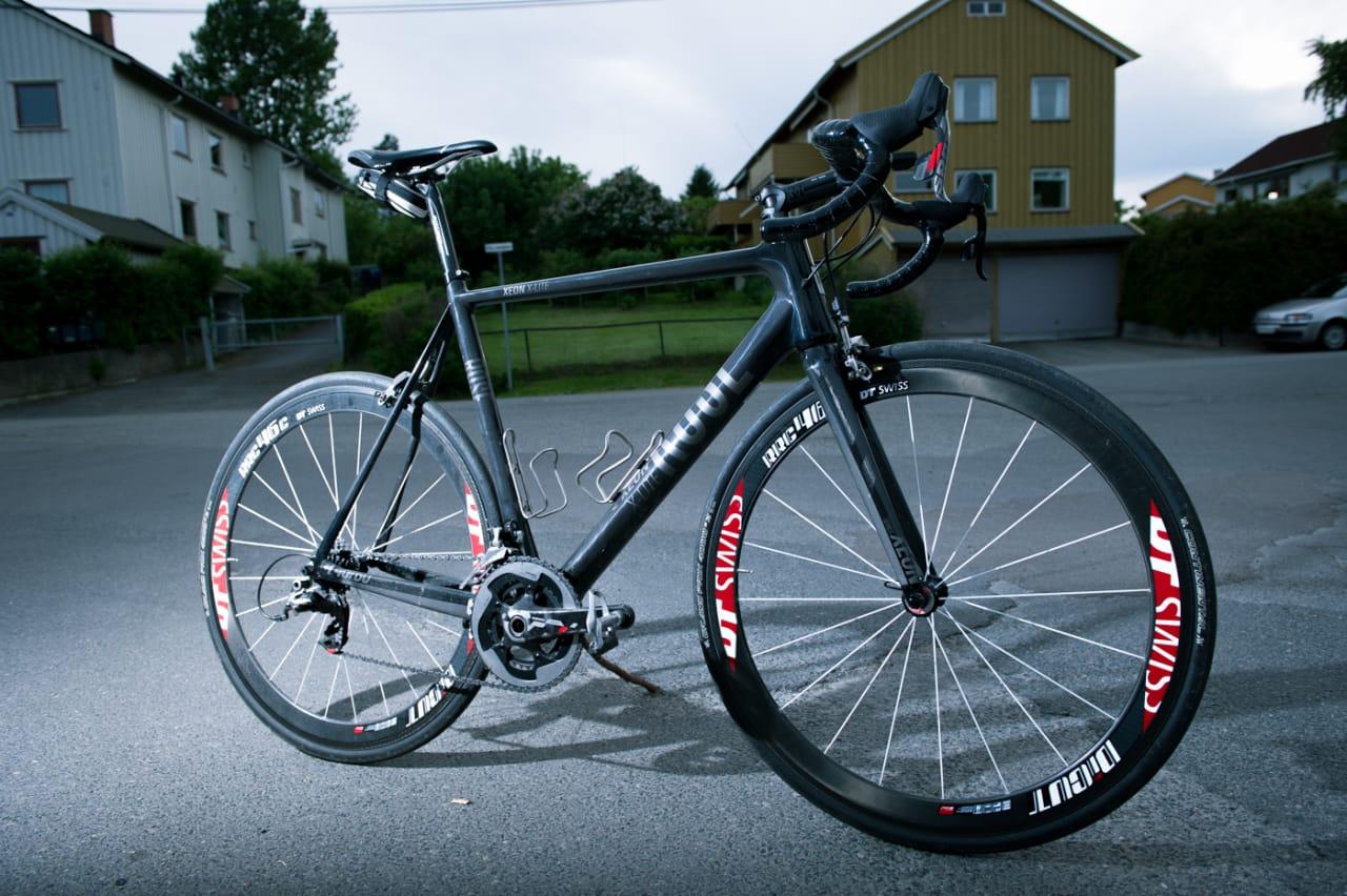 I MØRKET ER ALLE ULVER GRÅ: Rose har gjort noe få har klart før dem, å lage en lekker sykkel i helgrått.