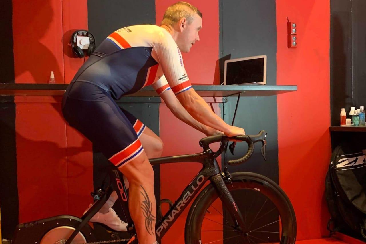 TEMPOENTUSIAST: Arvid Johannesen har rigget seg til for en lang seanse med temposykkelen i rullerommet sitt.